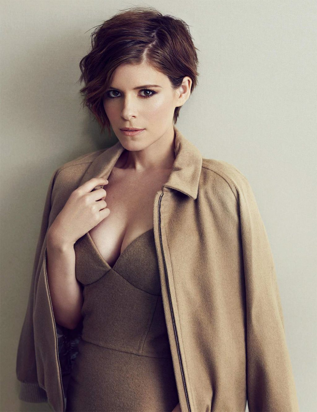 Kate Mara Hot Bikini Pics, Looks Near-Nude On Beach