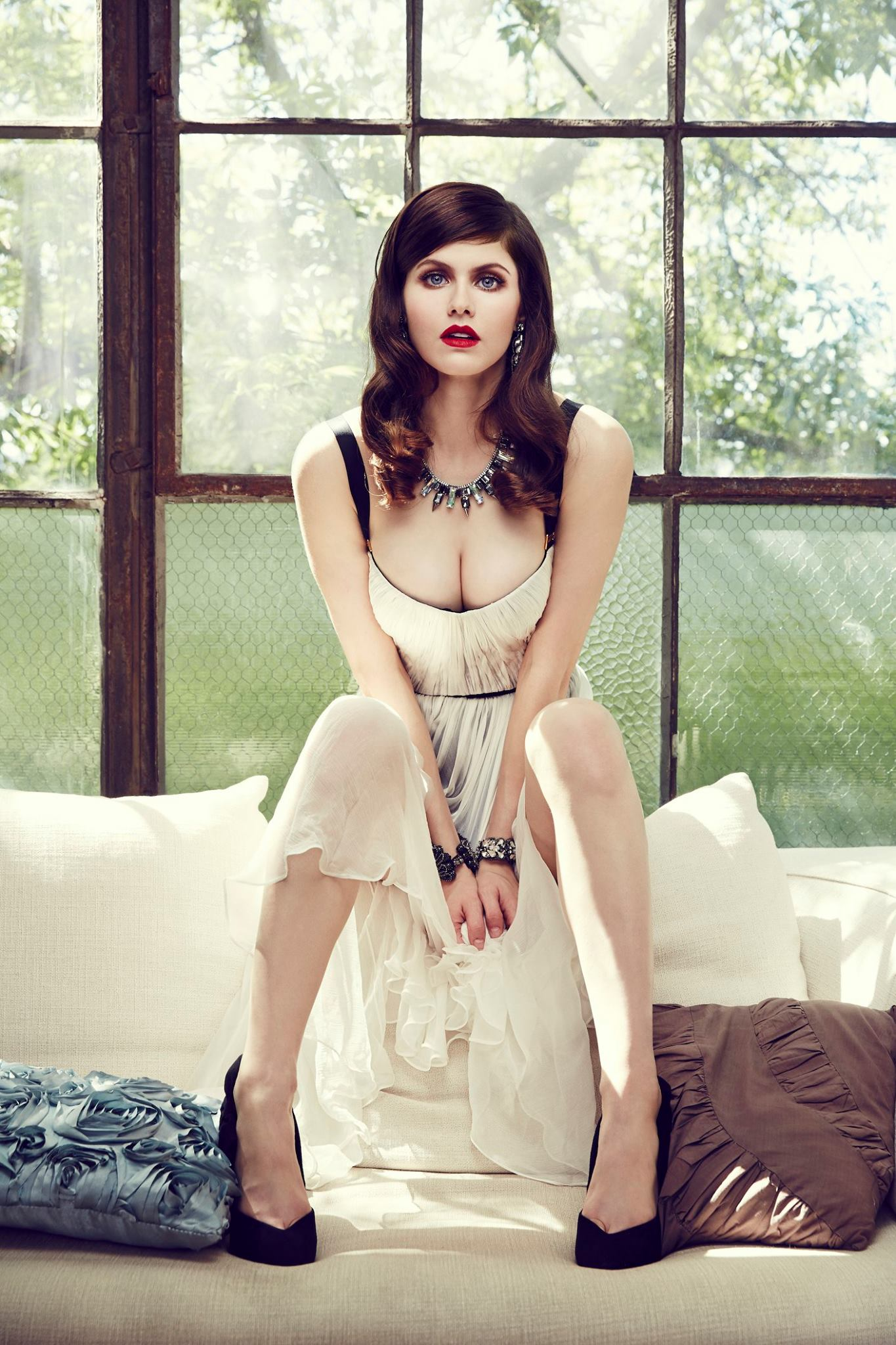 Alexandra Daddario Hot Photos, Images & Videos