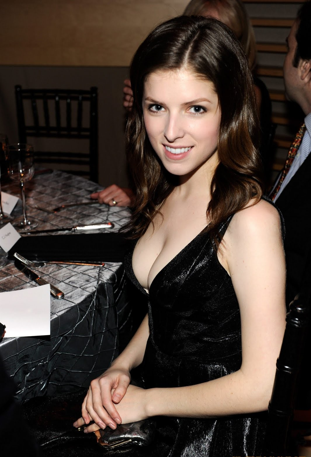 Anna Kendrick Hot Pics, Sexy Near-Nude Photos