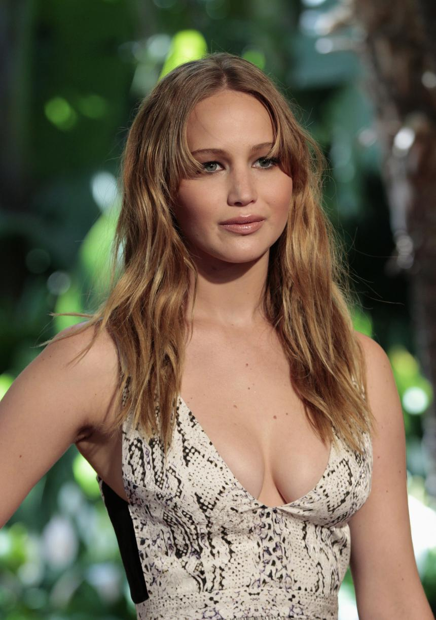 Jennifer Lawrence Hot Boobs Pics, Near Naked Images
