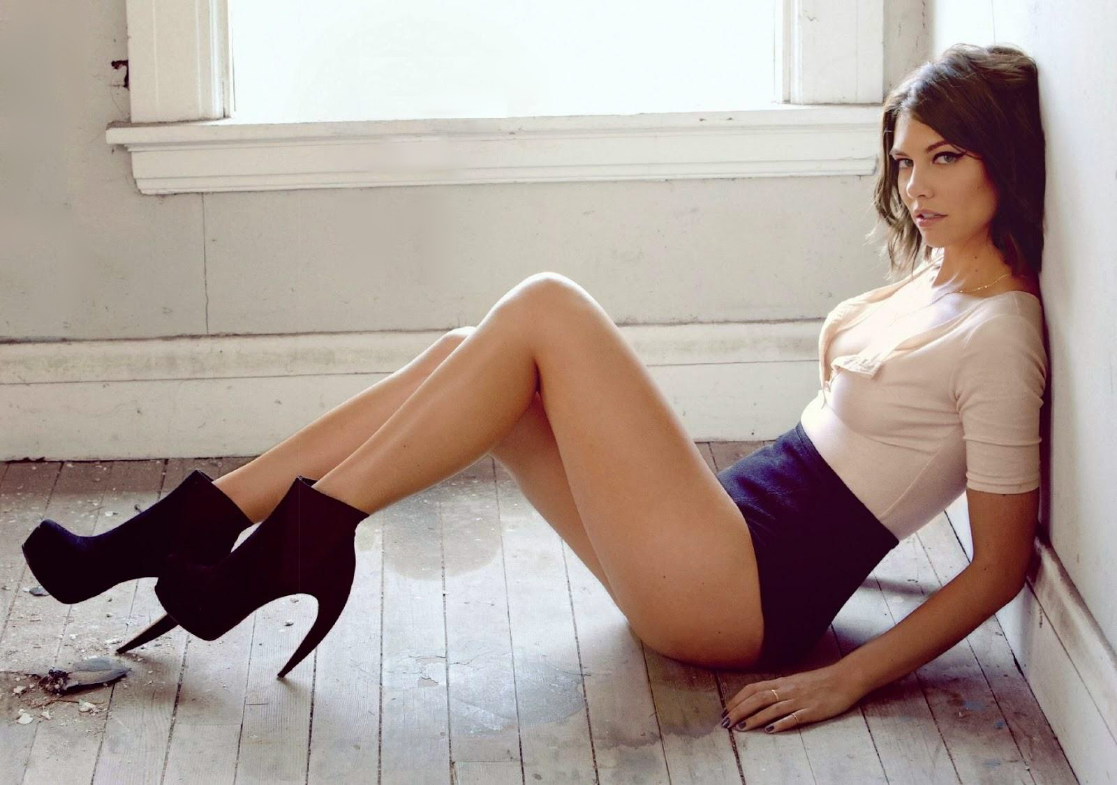 Lauren Cohan Hot Pics, Sexy Images & Videos