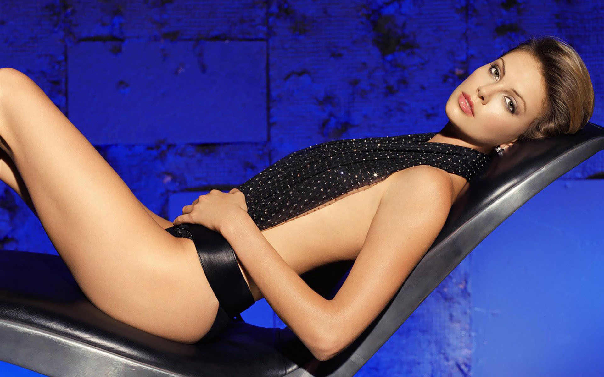 Charlize Theron Hot Pics, Near-Nude Photos Gallery