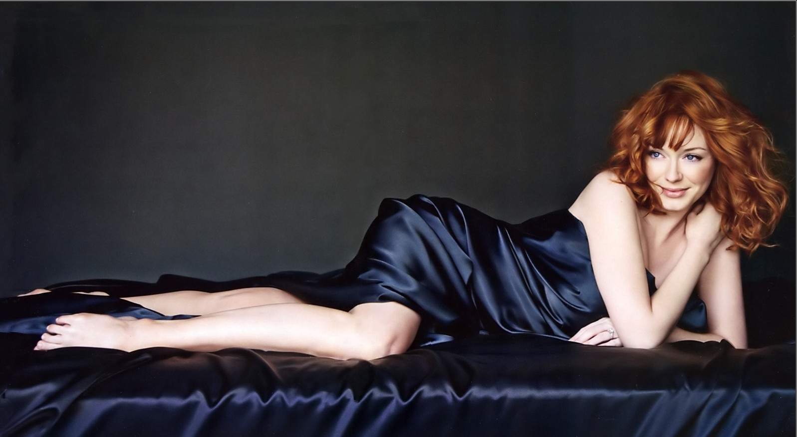 Christina Hendricks Hot Pics, Videos And Sexy Images