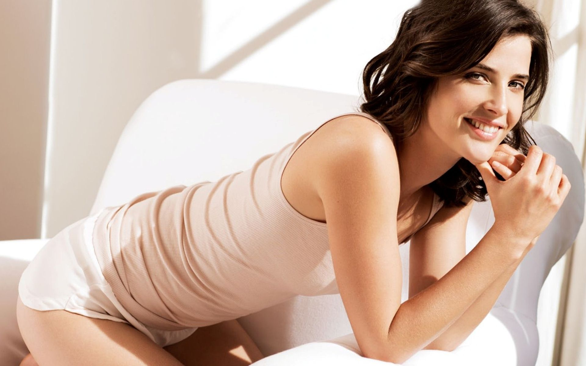 Cobie Smulders Hot & Sexy Pics, Near-Nude Photos