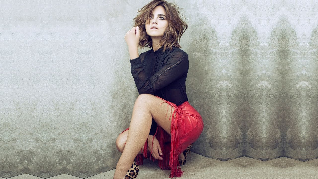 Jenna Coleman Hot Bikini Pics, Sexy Photos & Videos