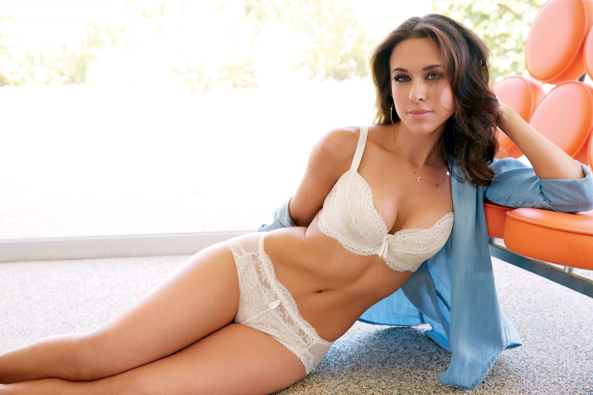 Lacey Chabert Hot Photos, Sexy Near-Nude Pics