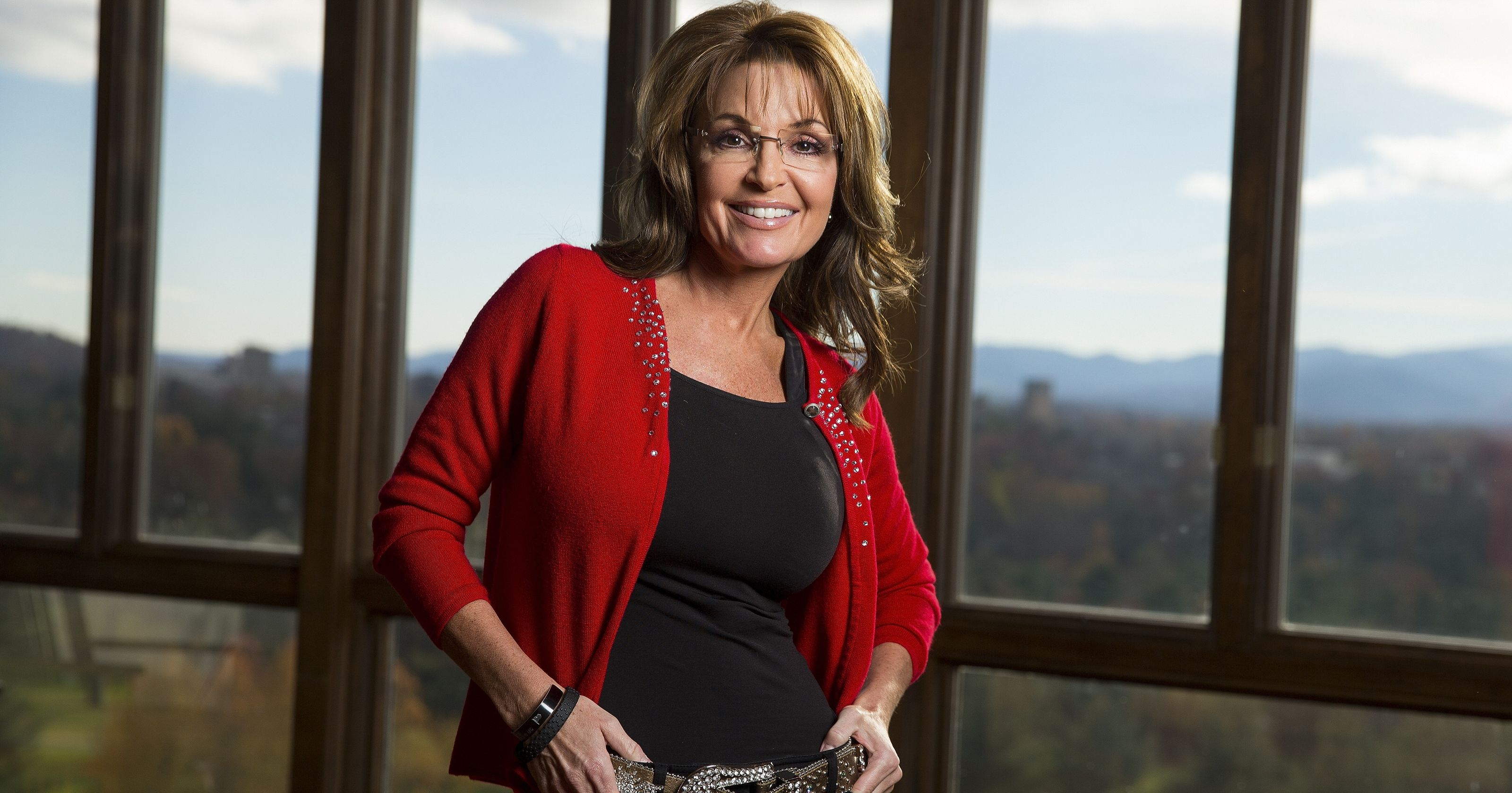Sarah Palin Hot Bikini Pics, Leaked Near-Nude Photos