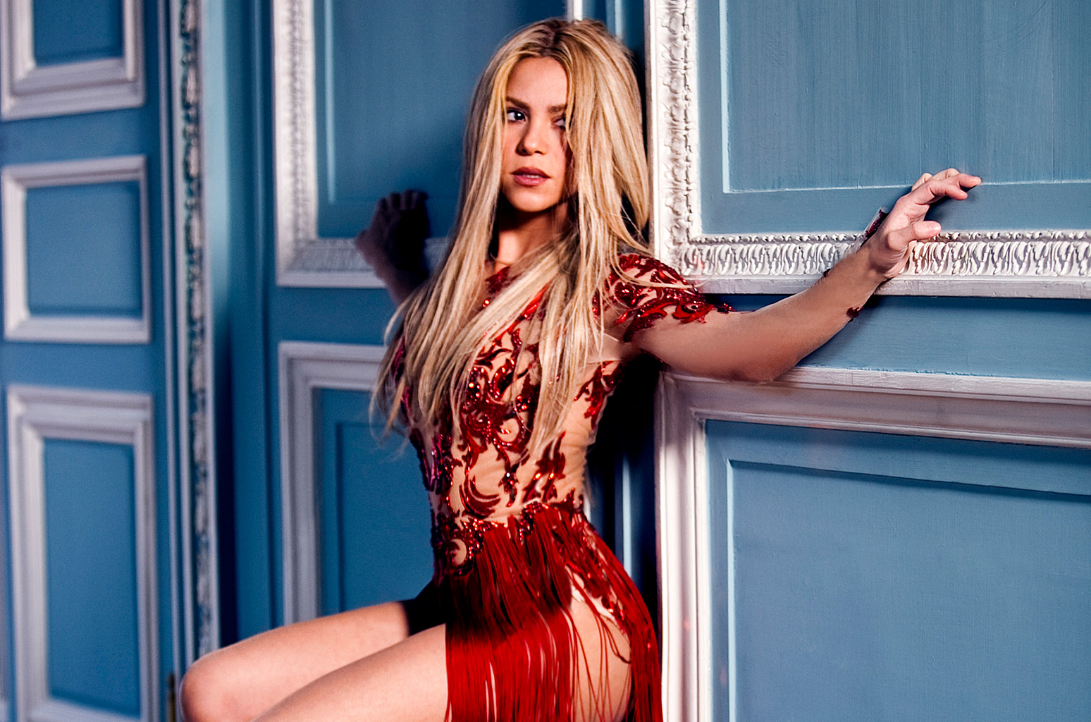 Shakira Hot Pics, Sexy Images & Near-Nude Photos