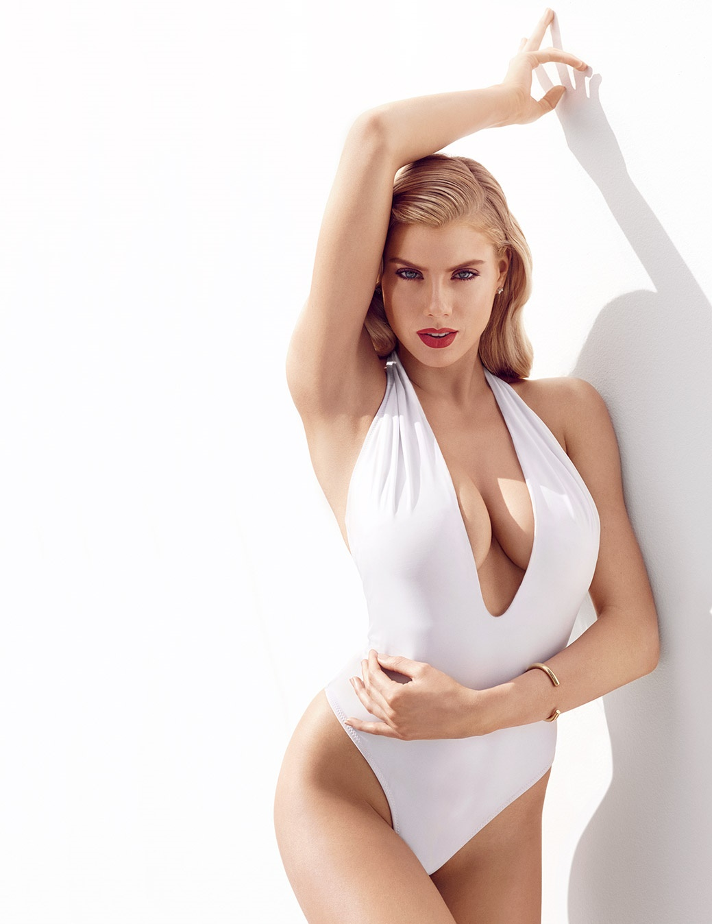 Charlotte McKinney Hot Pics, Sexy Near-Nude Images