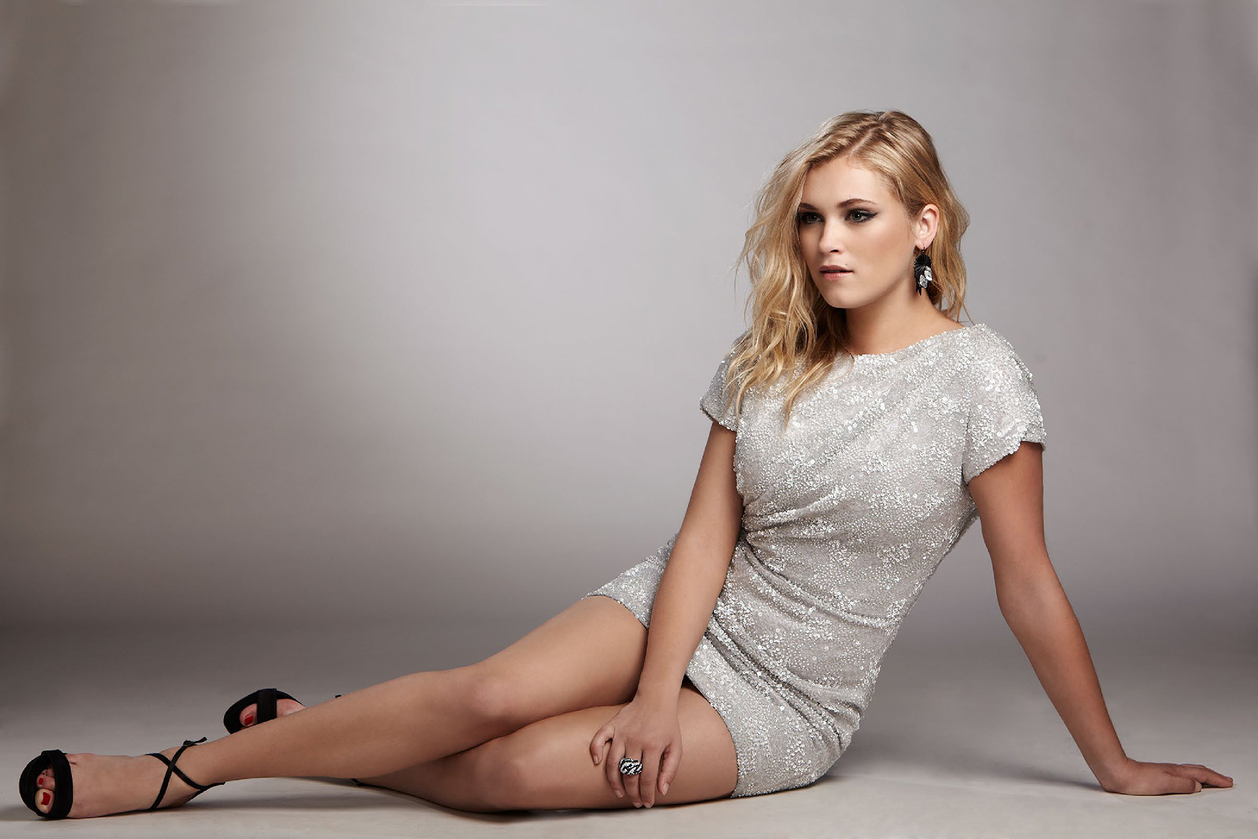 Eliza Taylor Hot Photos, Leaked Near-Nude Images