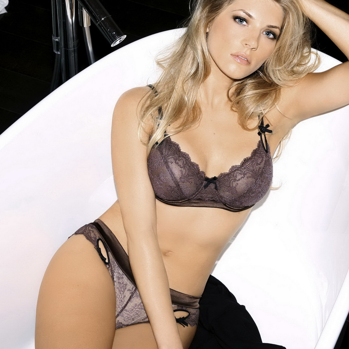 Katheryn Winnick Hot Pics, Near-Nude Photos, Videos