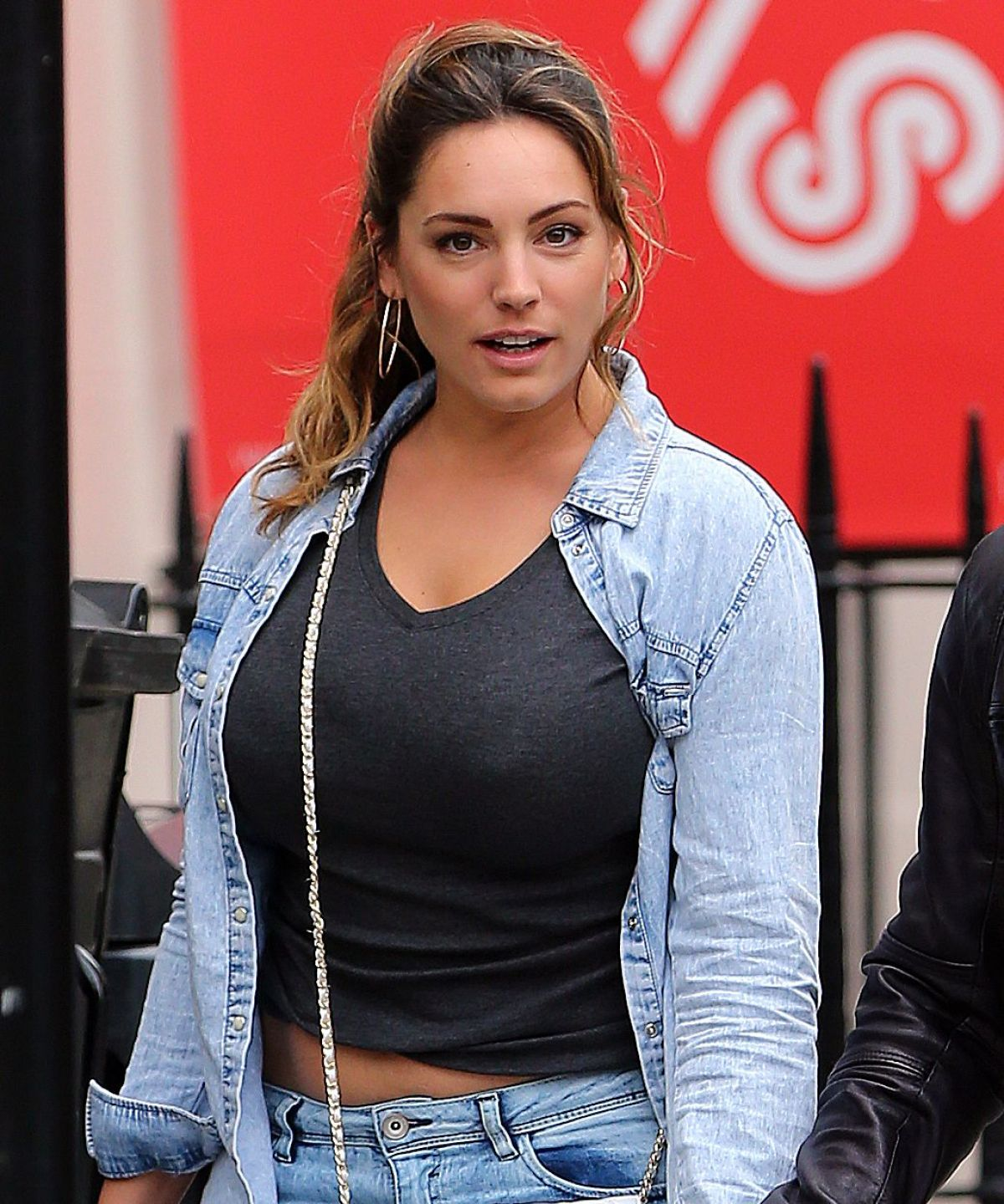 Kelly Brook Hot Topless Images, Sexy Bikini Pictures