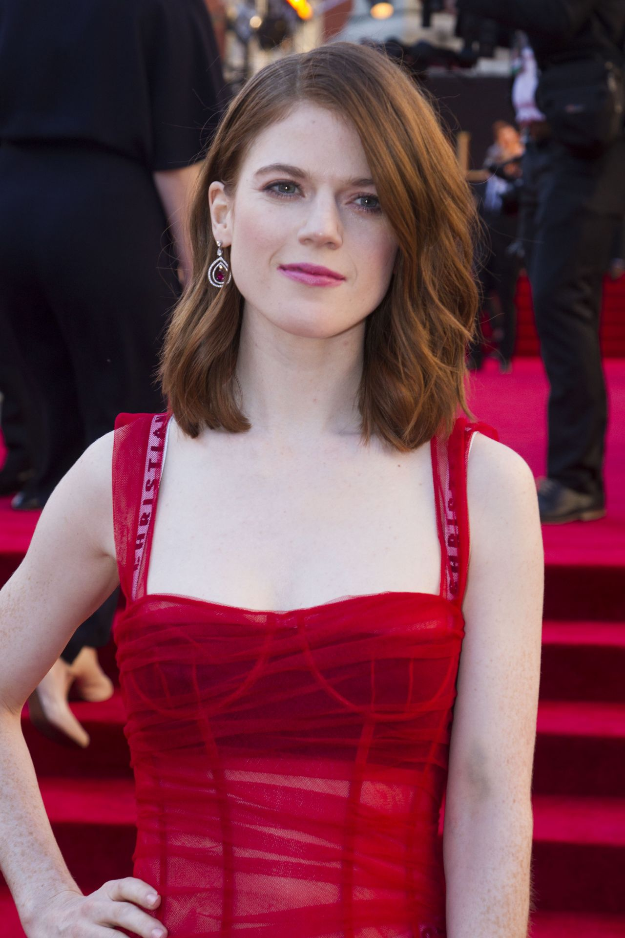 Rose Leslie Hot & Sexy Bikini Pics, Near-Nude Photos