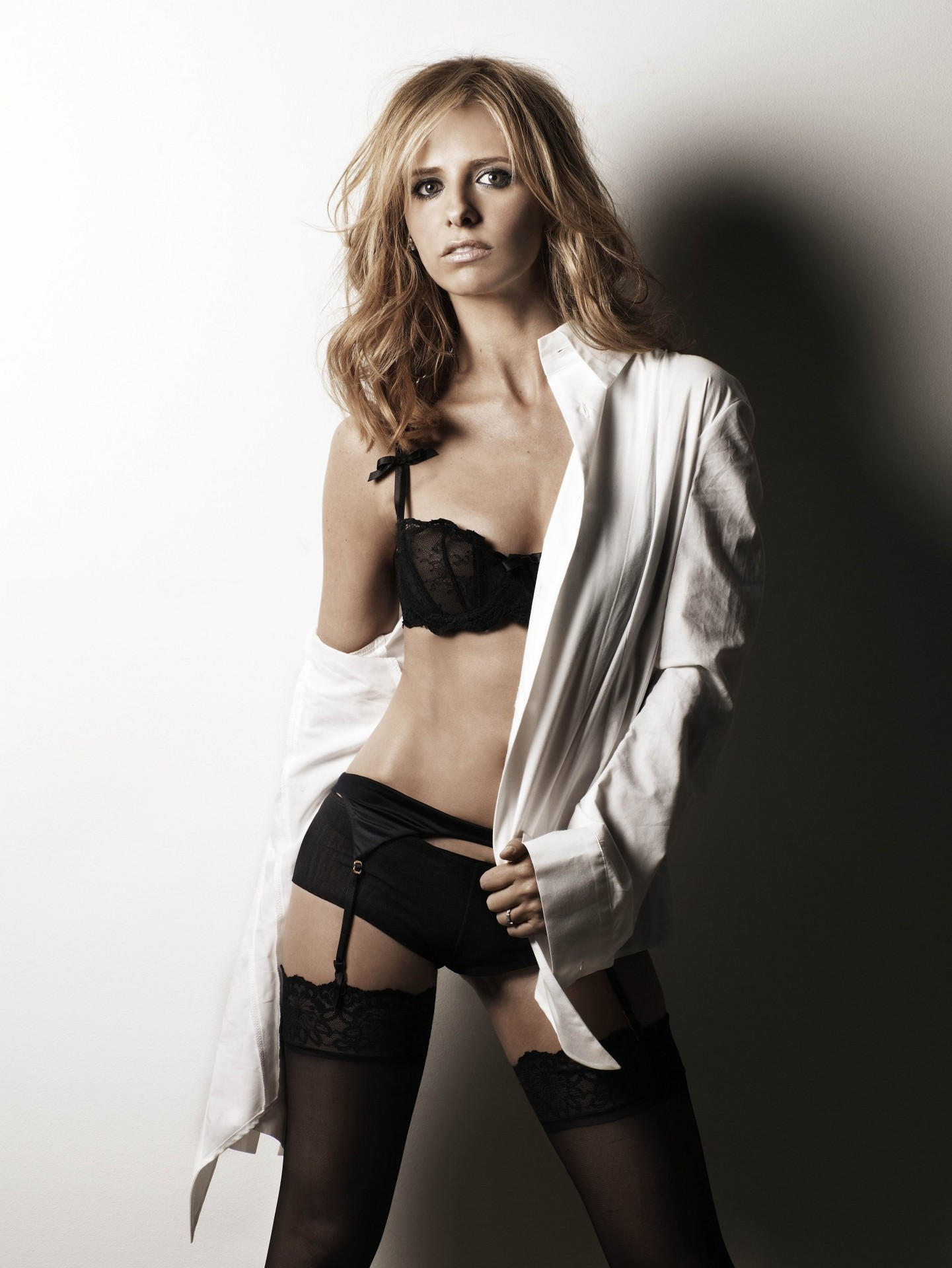 Sarah Michelle Gellar Hot Photos, Topless Pics Gallery