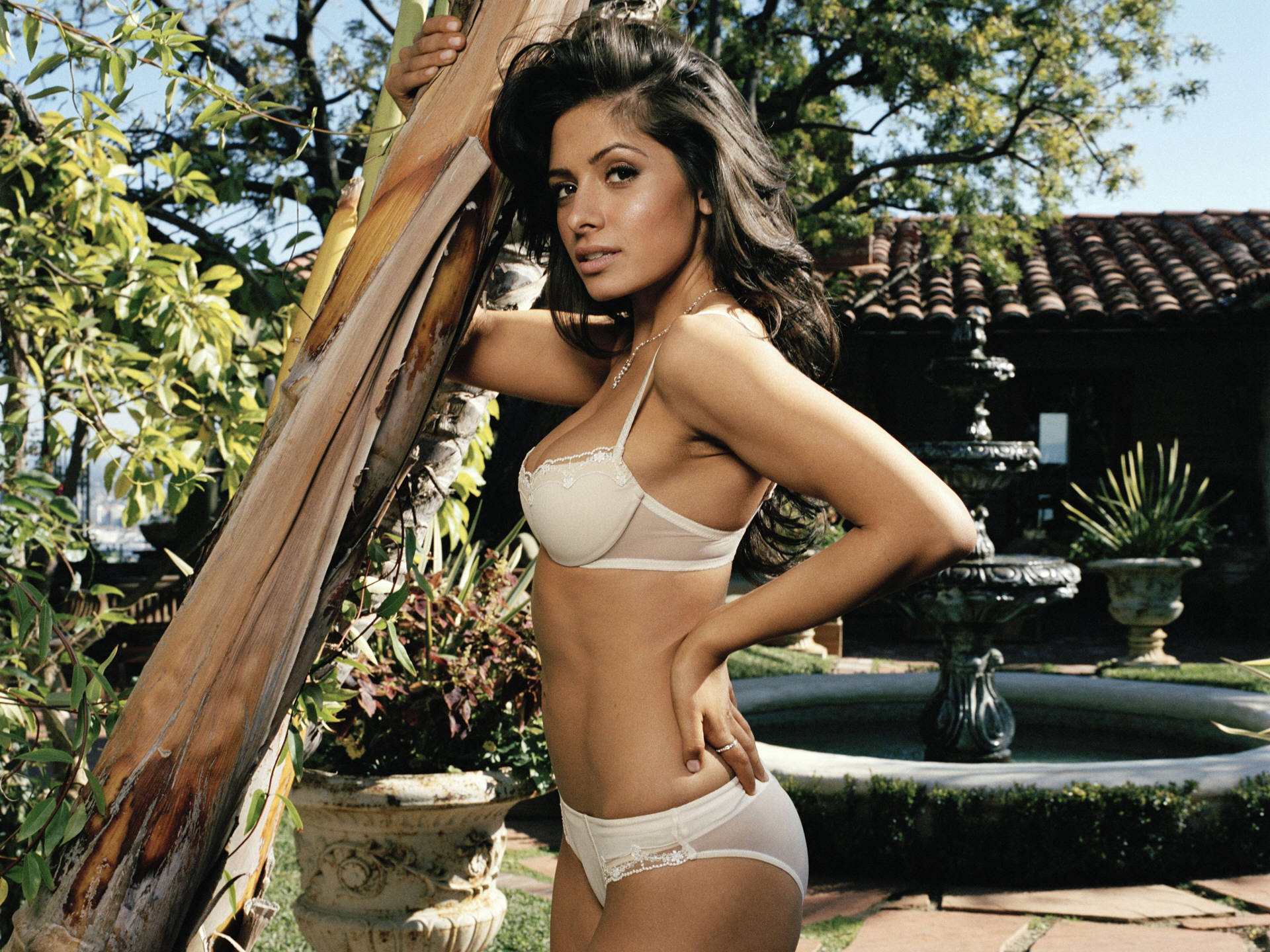 Sarah Shahi Hot PhotoShoot, Sexy Bikini Images