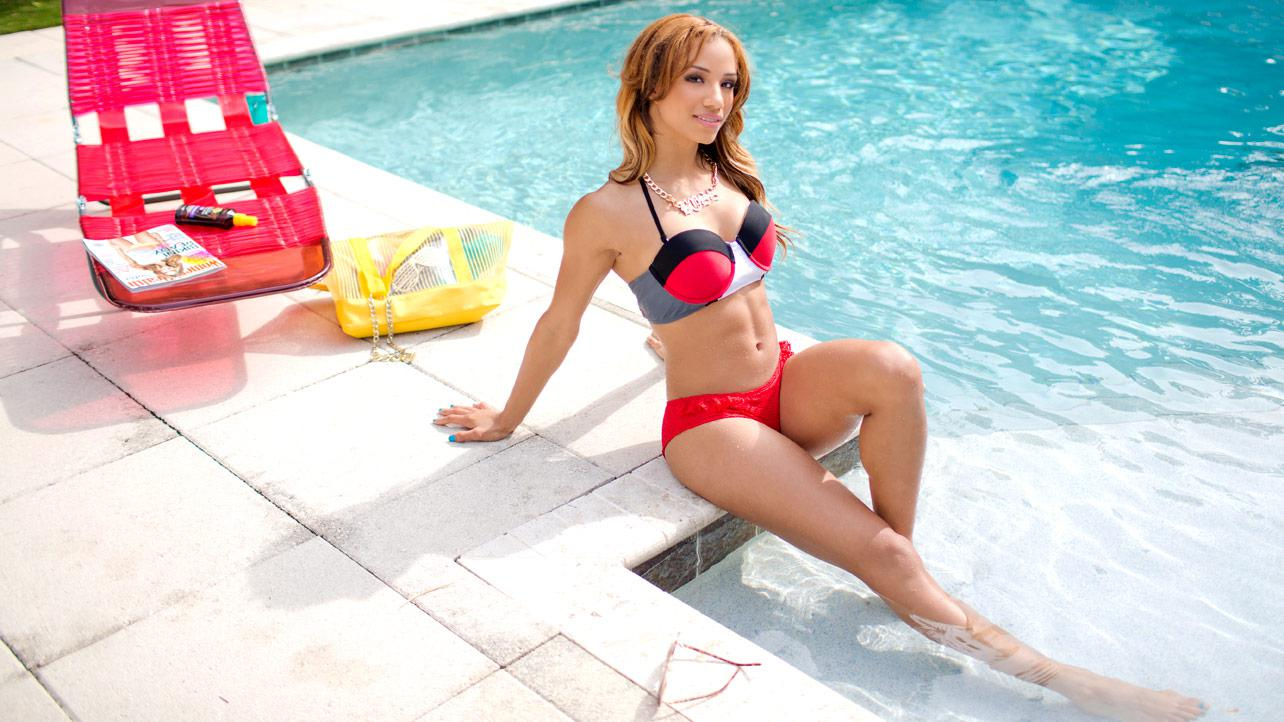 Sasha Banks Hot Near-Nude Photos, Bikini Images