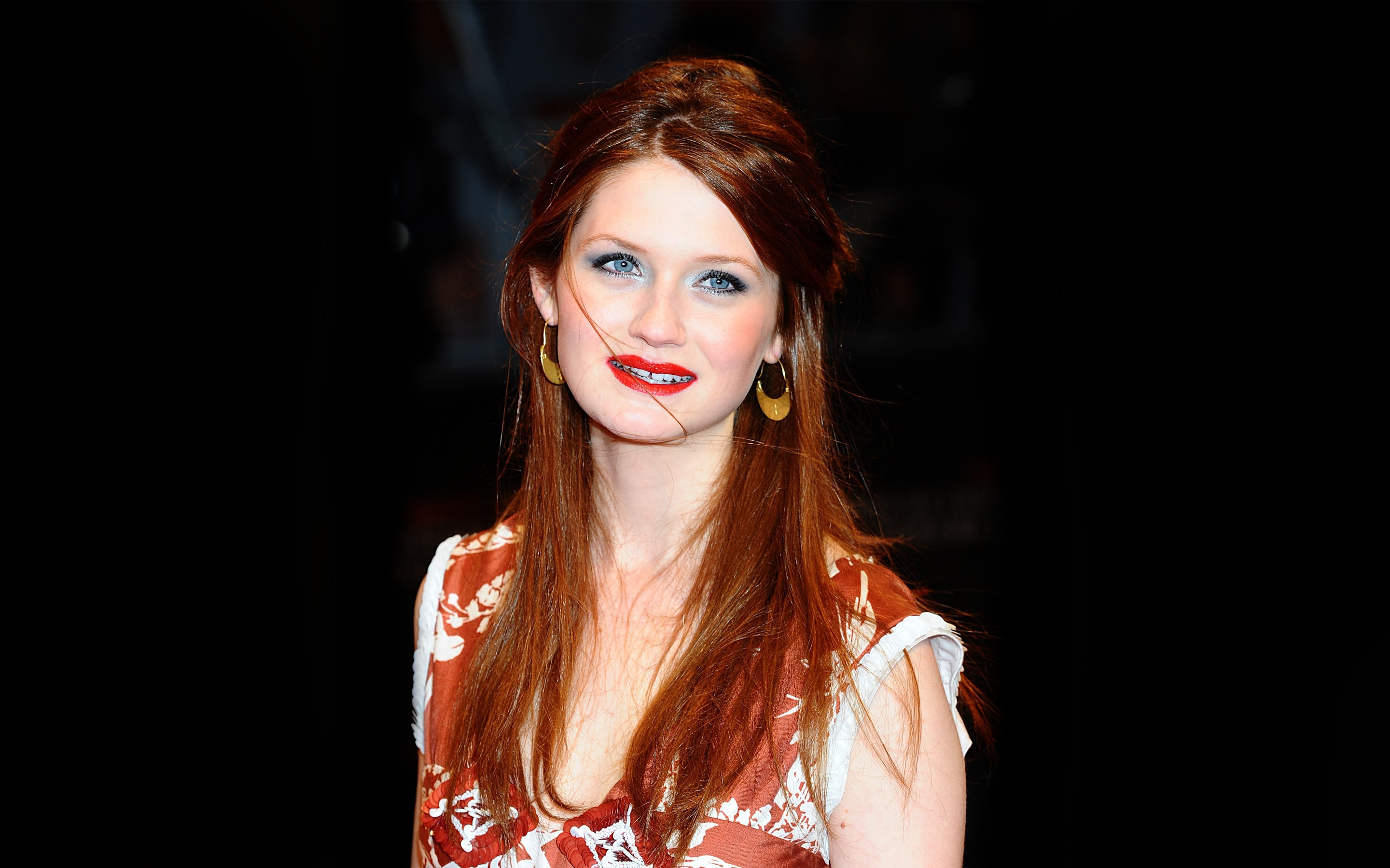Bonnie Wright Hot Bikini Wallpapers, Sexy Topless Pics