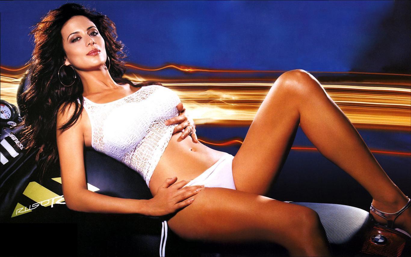 Catherine Bell Hot Near-Nude Images, Sexy Bikini Pics