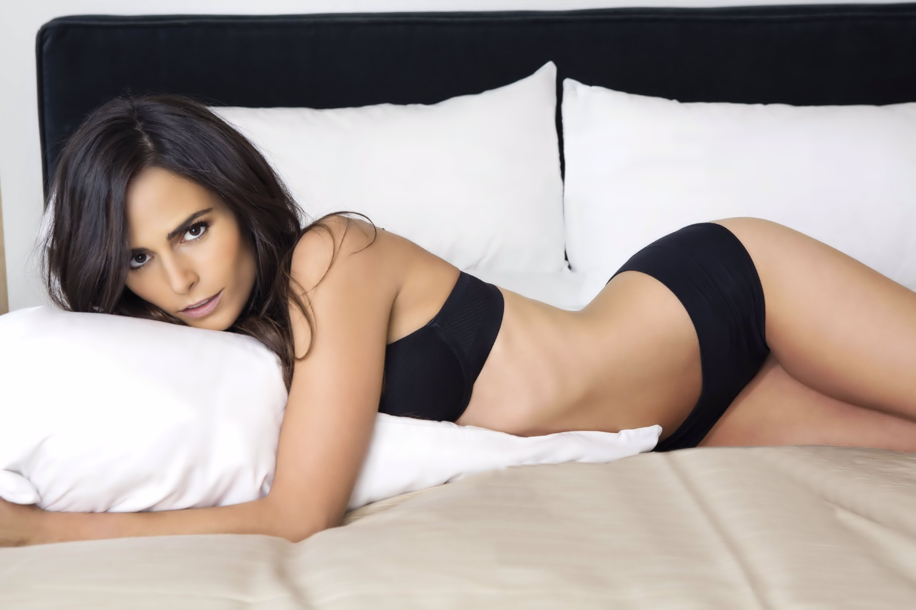 Jordana Brewster Hot Photos, Leaked Near-Nude Pics