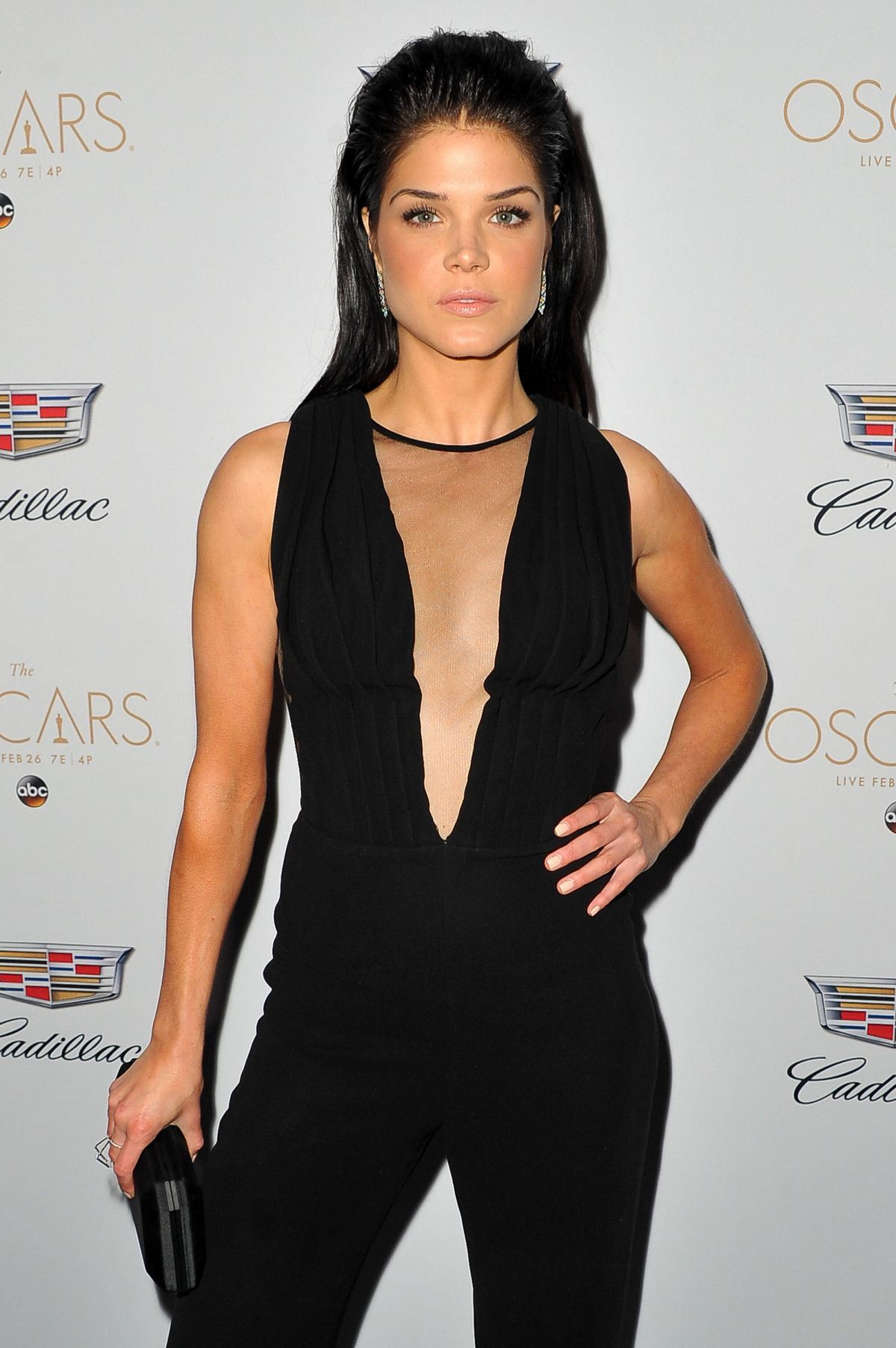 Marie Avgeropoulos Hot...