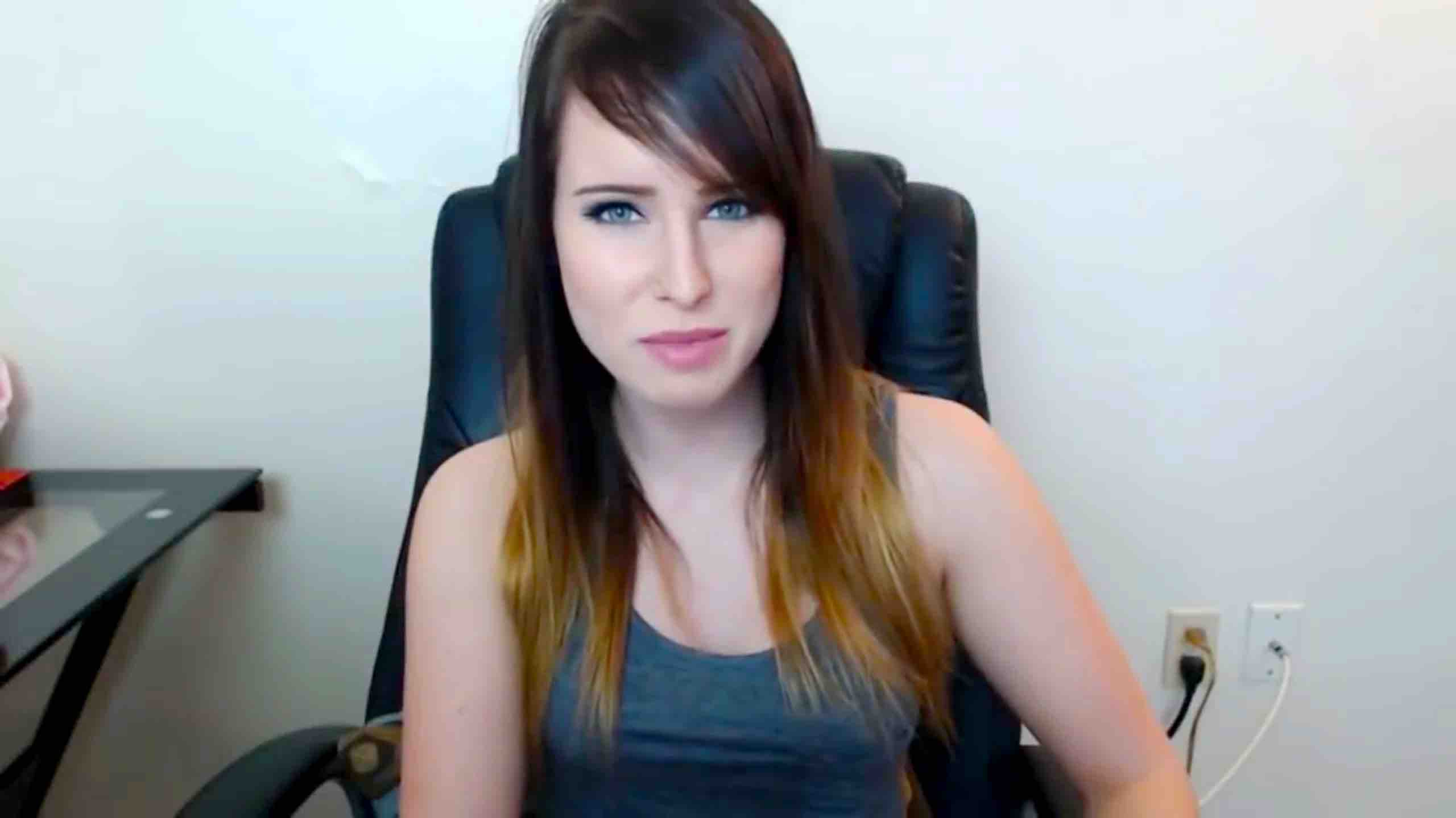 Omgitsfirefoxx Kissing Videos Beautiful Lifestyle