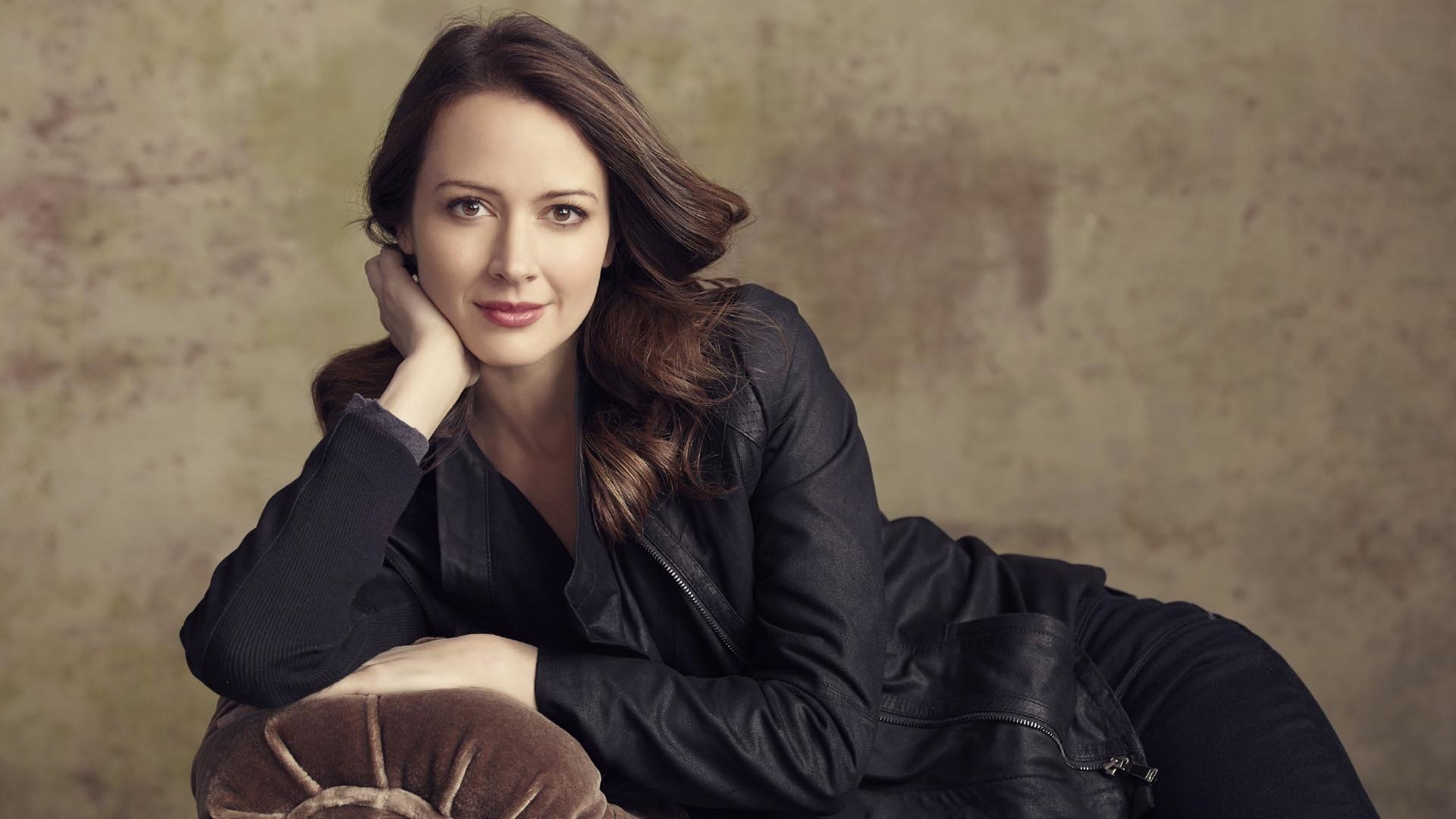 Amy Acker Hot