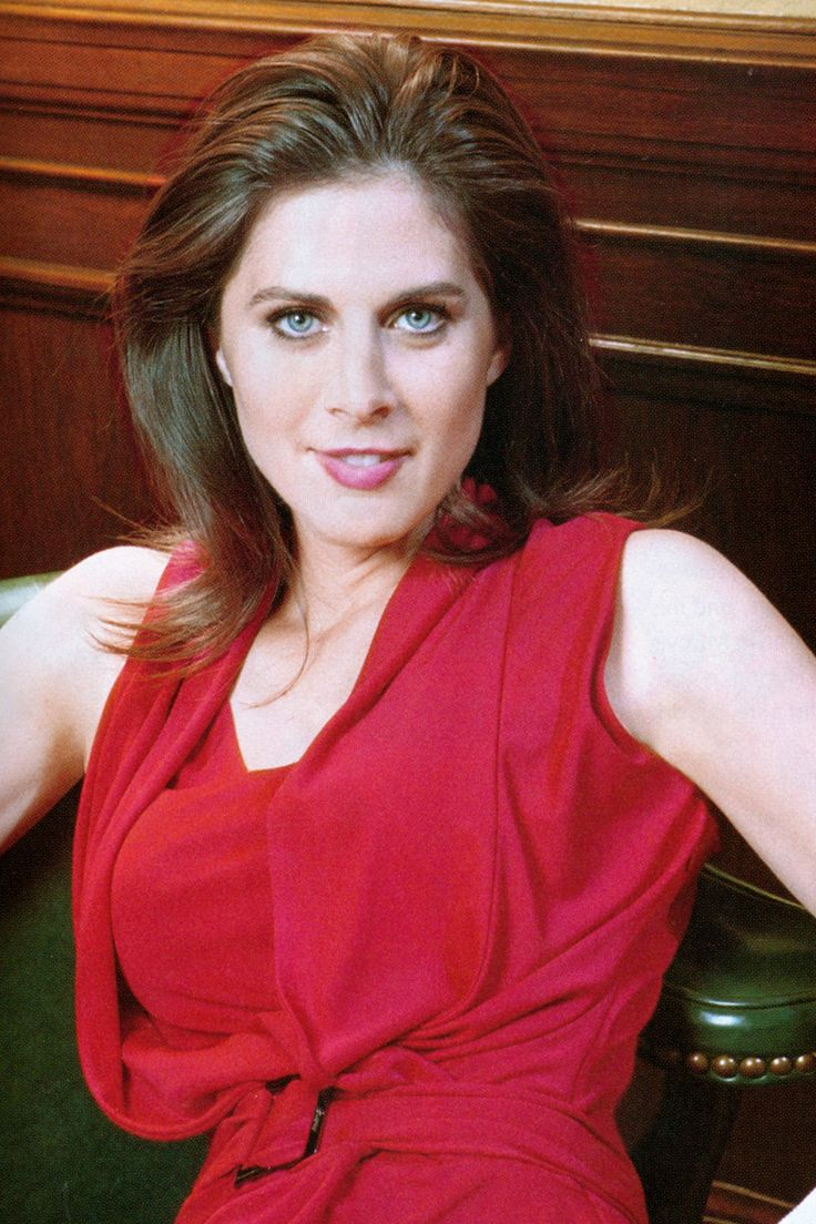 Erin Burnett Hot Bikini Pics, News Host Kissing Scene 15